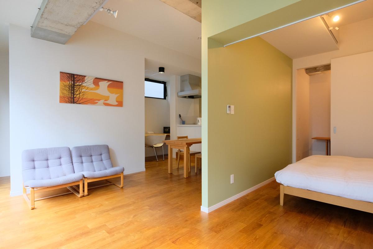 統一感のある内装の部屋|内装にマッチする家具・家電を用意します