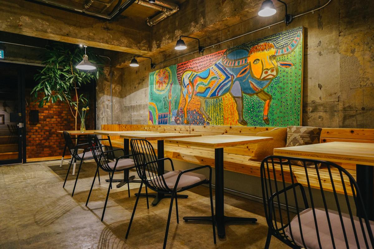 シンプルな内装で心地よい店舗|働くときの居心地の良さを追求します