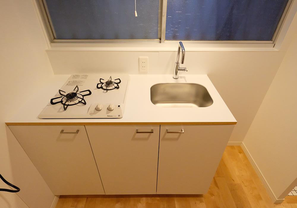 TOMOS仕様の取り替えた白いキッチンです