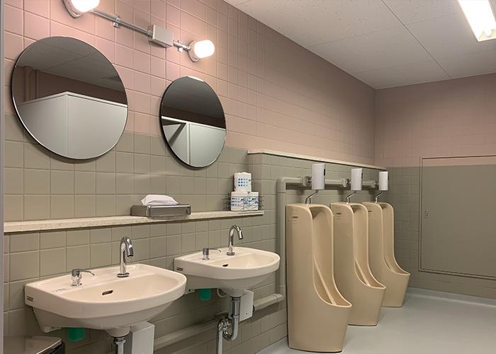 リノベーション後の男子トイレです