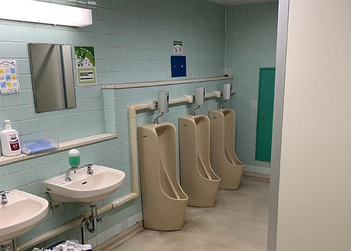 リノベーション前の男子トイレです
